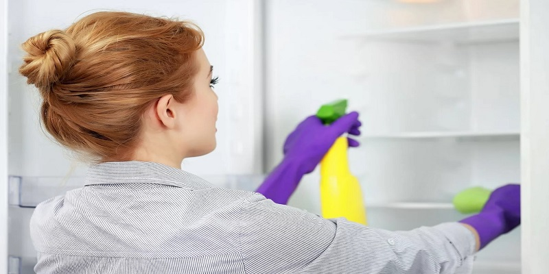 Вредные испарения от бытовой химии, строительных материалов и мебели.