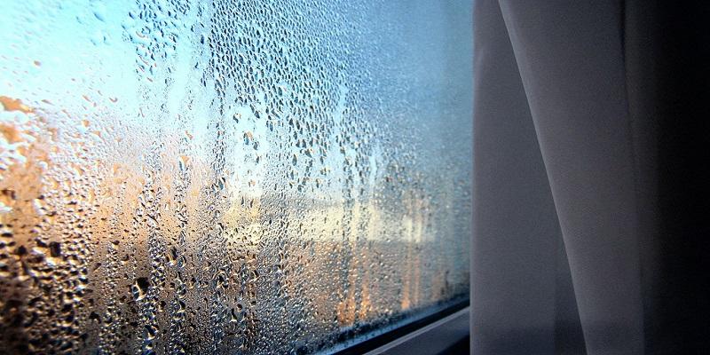 Вода, влага и конденсат от пластиковых окон